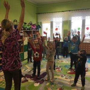 Tańczące przedszkolaki