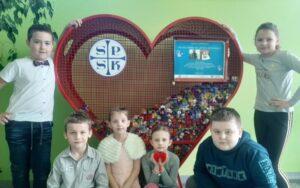 Szkoła z sercem-zbieramy nakrętki